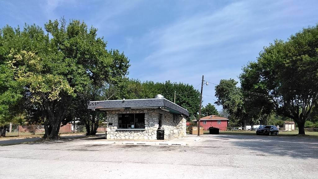 The Burger - restaurant  | Photo 2 of 10 | Address: 405 E 46th St N, Tulsa, OK 74126, USA | Phone: (918) 428-2008
