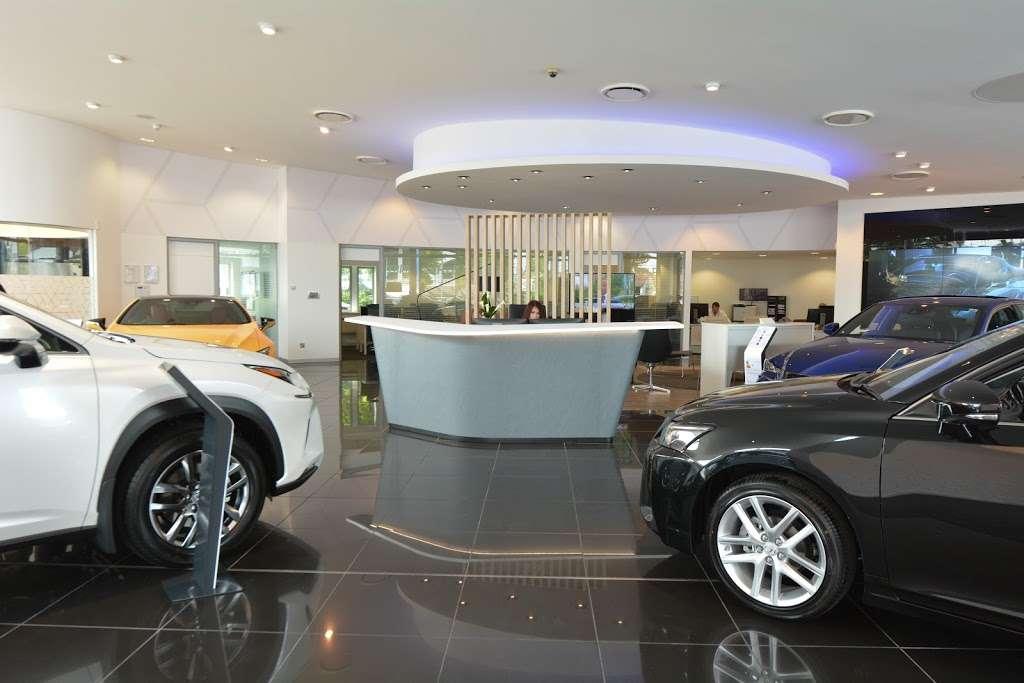 Lexus Croydon - car dealer  | Photo 8 of 10 | Address: 604 Purley Way, Croydon CR0 4RF, UK | Phone: 020 3733 8139