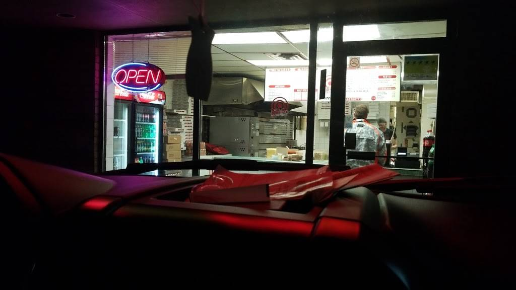 Bulls Eye Pizza - restaurant  | Photo 8 of 8 | Address: 979 Front Rd, Windsor, ON N9J 2A5, Canada | Phone: (519) 734-1221