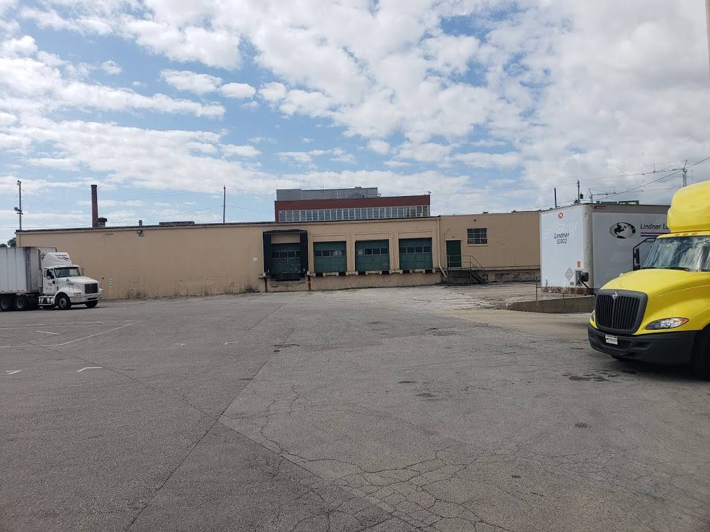Lindner Logistics, LLC - storage  | Photo 7 of 9 | Address: 1977 S Allis St, Milwaukee, WI 53207, USA | Phone: (414) 483-3080