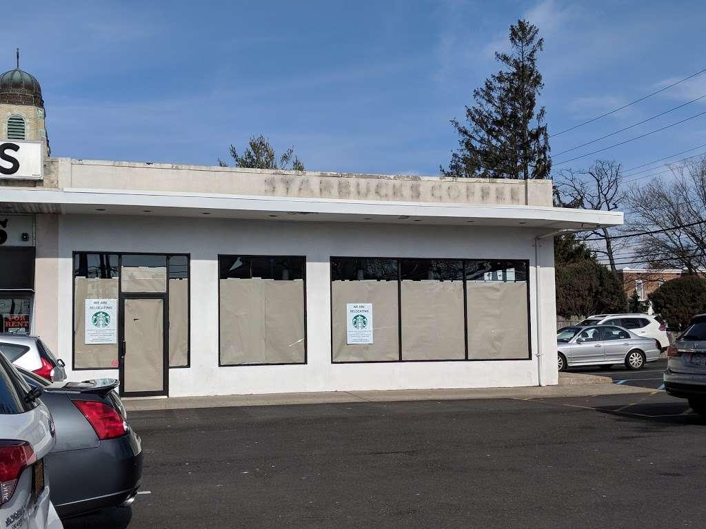 Starbucks - cafe  | Photo 3 of 10 | Address: 1336 Peninsula Blvd, Hewlett, NY 11557, USA | Phone: (516) 295-3330