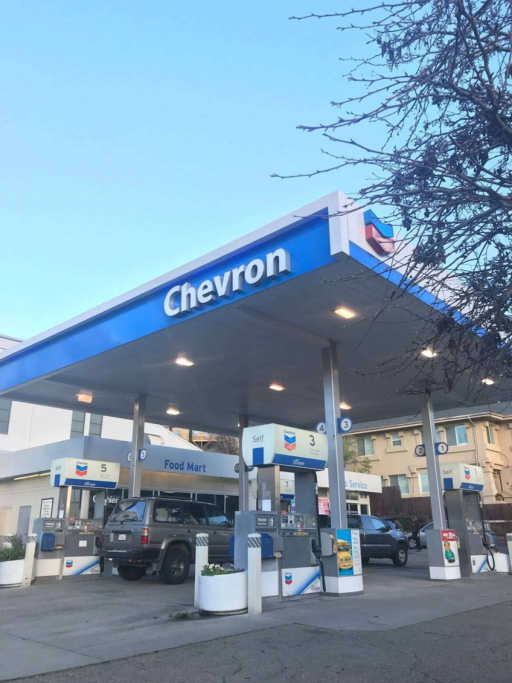 Betts Lakeshore Chevron - gas station  | Photo 3 of 4 | Address: 3500 Lakeshore Ave, Oakland, CA 94610, USA | Phone: (510) 465-1761
