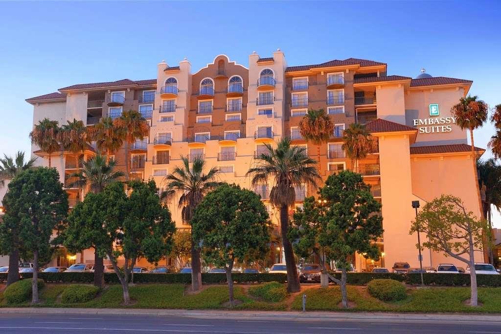 Embassy Suites by Hilton Santa Ana Orange County Airport - lodging  | Photo 7 of 10 | Address: 1325 E Dyer Rd, Santa Ana, CA 92705, USA | Phone: (714) 241-3800