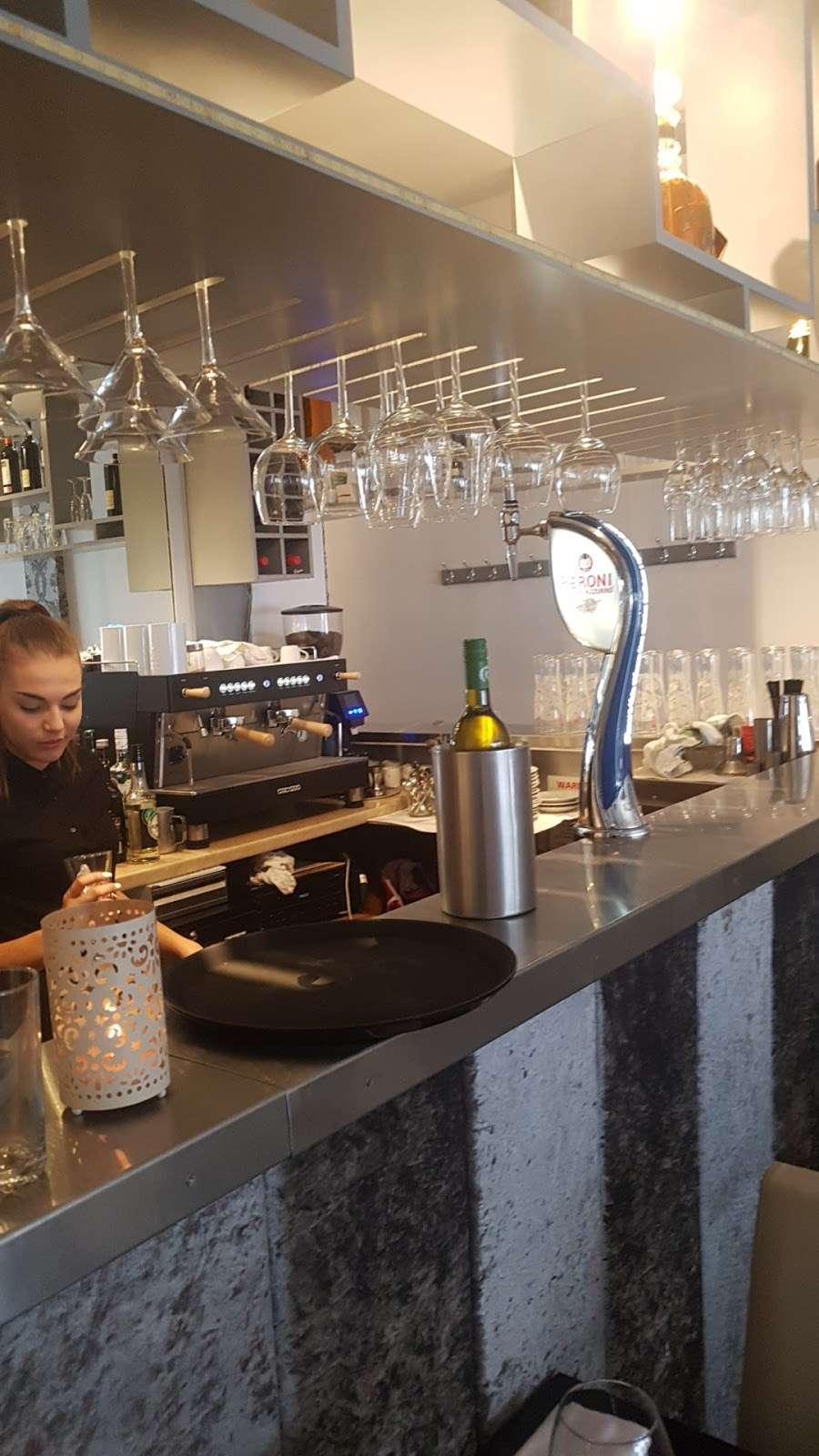 Riennas Restaurant - restaurant  | Photo 6 of 10 | Address: 210-176, A124, Hornchurch RM12 6QP, UK | Phone: 01708 469463