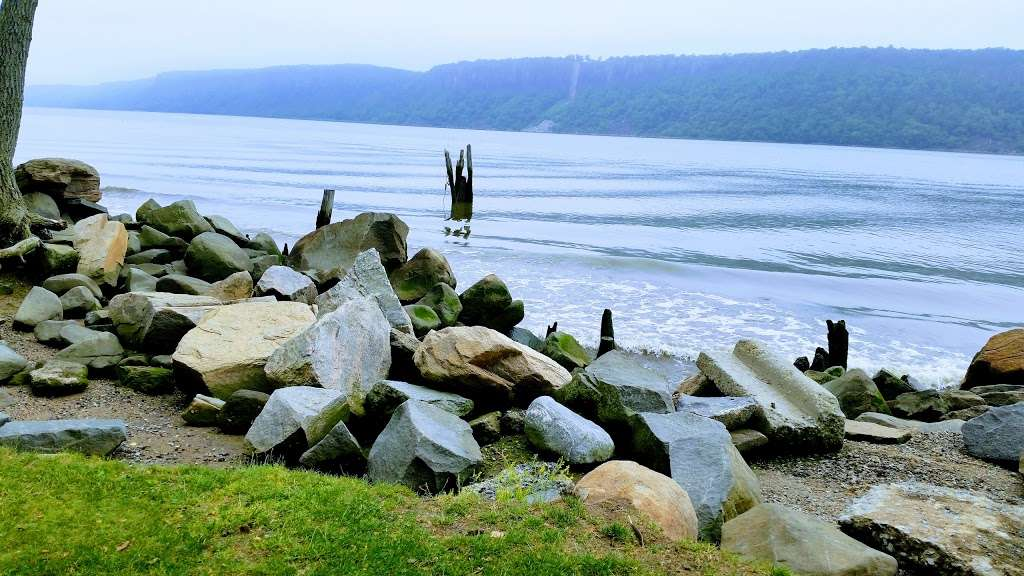 MacEachron Waterfront Park - park  | Photo 3 of 10 | Address: 100 River St, Hastings-On-Hudson, NY 10706, USA