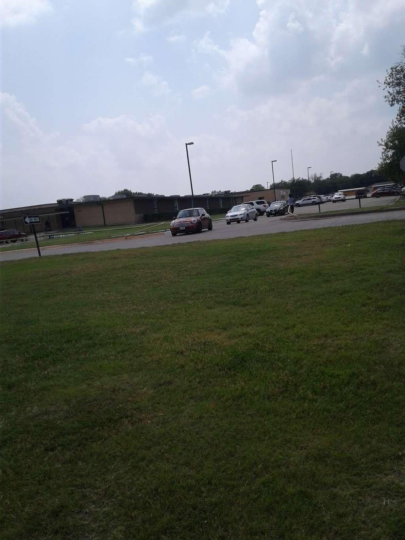 Elsie Robertson Middle School - school  | Photo 1 of 1 | Address: 822 W Pleasant Run Rd, Lancaster, TX 75146, USA | Phone: (972) 218-1660