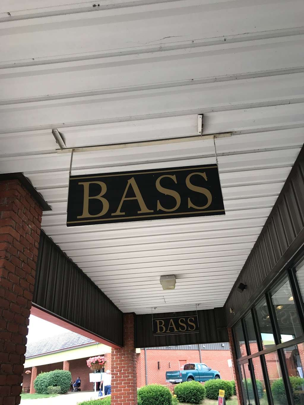 Bass Factory Outlet, 35 S Willowdale Dr