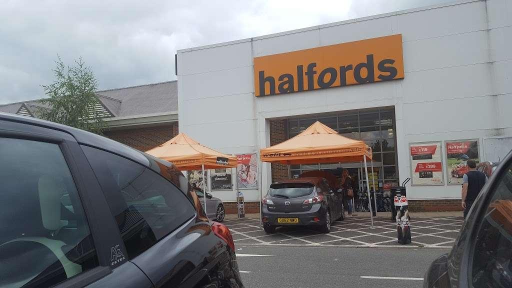 Halfords Epsom - bicycle store    Photo 4 of 10   Address: 1 Kiln Ln, Epsom KT17 1EQ, UK   Phone: 01372 847540