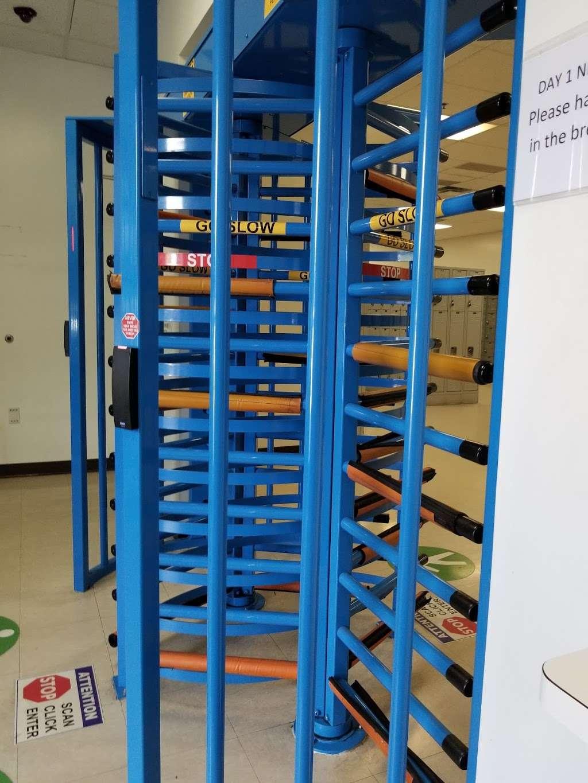 Amazon Fulfillment Center DFW8 - storage    Photo 1 of 10   Address: 2700 Regent Blvd, Irving, TX 75063, USA
