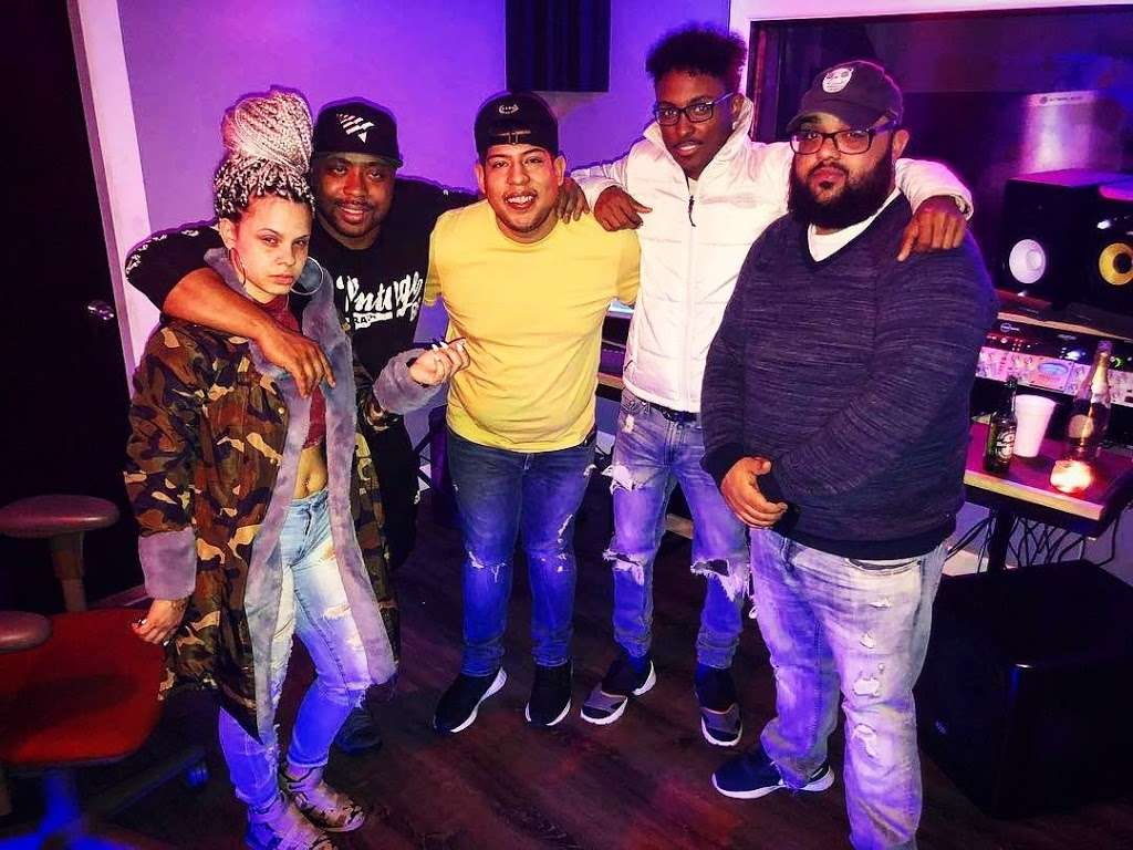 BeBe Soundz Studios - electronics store  | Photo 6 of 10 | Address: 300 E Tremont Ave, Bronx, NY 10457, USA | Phone: (929) 393-0516