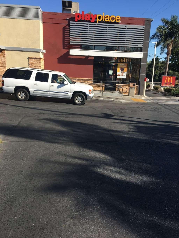 McDonalds - cafe  | Photo 2 of 10 | Address: 1955 Glenoaks Blvd, San Fernando, CA 91340, USA | Phone: (818) 365-7422