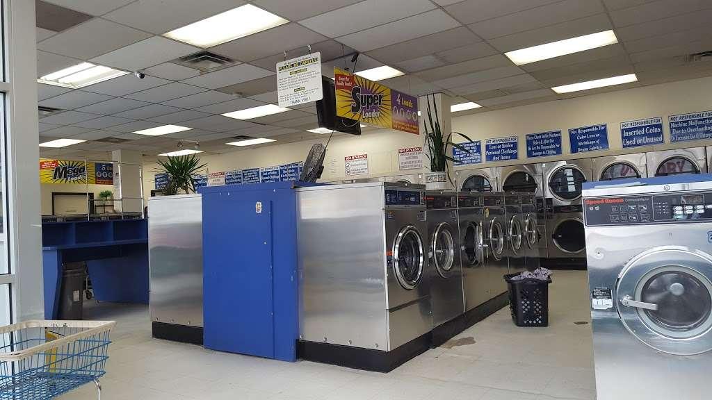 Family Wash Laundromat - laundry  | Photo 1 of 8 | Address: 6501 S Cottage Grove Ave, Chicago, IL 60637, USA