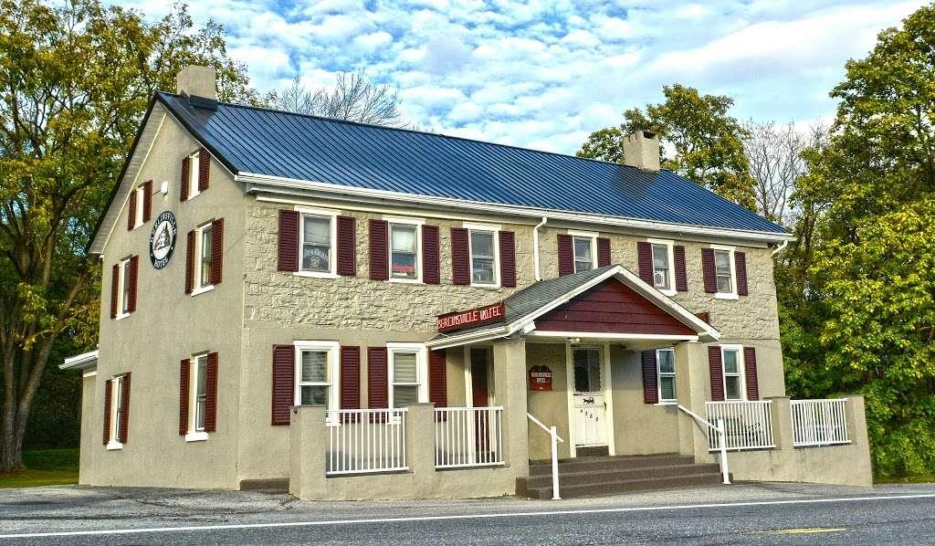 Berlinsville Hotel - restaurant  | Photo 3 of 10 | Address: 4588 Lehigh Dr, Walnutport, PA 18088, USA | Phone: (610) 767-6022