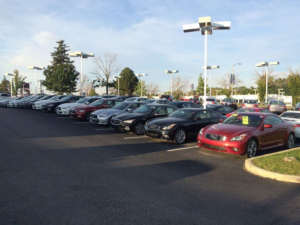Gregory INFINITI - car dealer  | Photo 5 of 10 | Address: 1121 S Milwaukee Ave, Libertyville, IL 60048, USA | Phone: (847) 362-9200