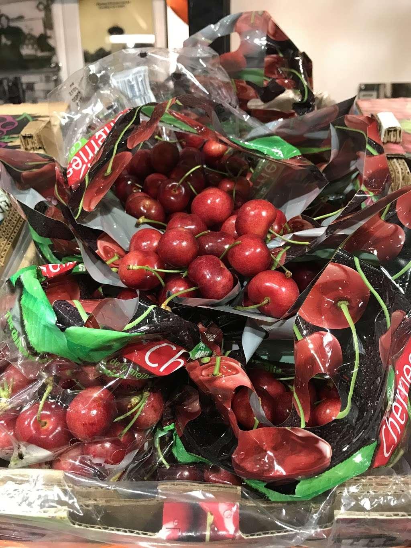 T. M. Kovacevich Wholesale Fruit and Produce - store  | Photo 4 of 10 | Address: 6700 Essington Ave, Philadelphia, PA 19153, USA | Phone: (215) 336-3160