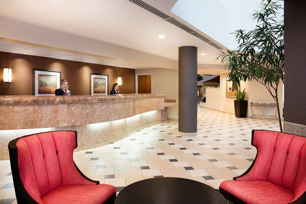Embassy Suites by Hilton Secaucus Meadowlands - lodging  | Photo 10 of 10 | Address: 455 Plaza Dr, Secaucus, NJ 07094, USA | Phone: (201) 864-7300