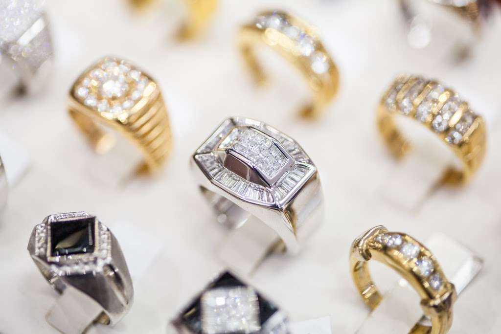 Lidyas Jewelry - jewelry store  | Photo 5 of 10 | Address: 515 River Rd, Edgewater, NJ 07020, USA | Phone: (201) 945-8985
