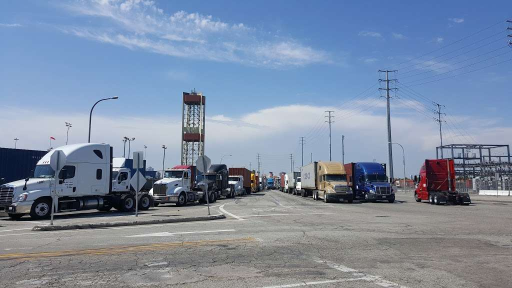Pier J - Fishing Spot - park  | Photo 1 of 10 | Address: Long Beach, CA 90802, USA