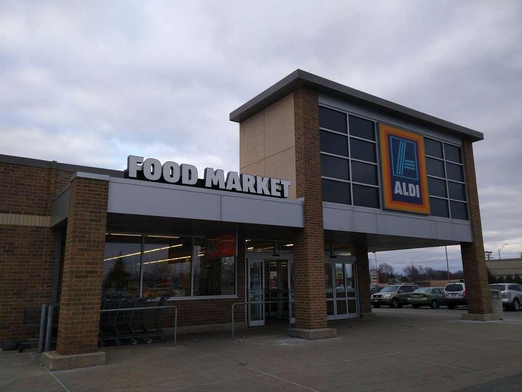 ALDI - supermarket    Photo 1 of 9   Address: 2540 Sycamore Rd, DeKalb, IL 60115, USA   Phone: (855) 955-2534