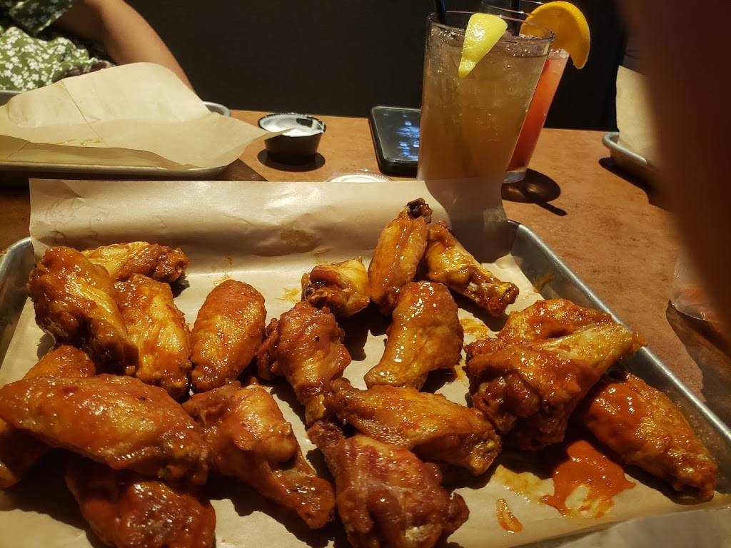Buffalo Wild Wings - meal takeaway  | Photo 5 of 10 | Address: 3260 Highland Road 2 & 3, Baton Rouge, LA 70802, USA | Phone: (225) 448-5770