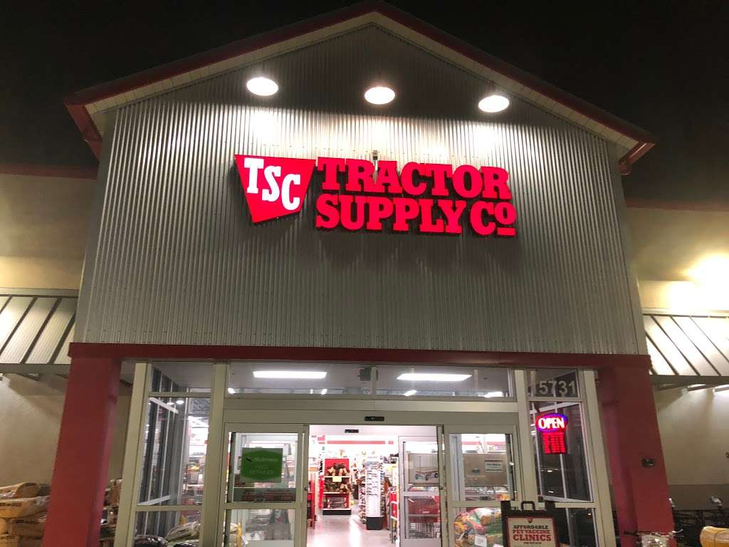Tractor Supply Co. - hardware store  | Photo 6 of 10 | Address: 15731 Southern Blvd, Loxahatchee, FL 33470, USA | Phone: (561) 333-2223