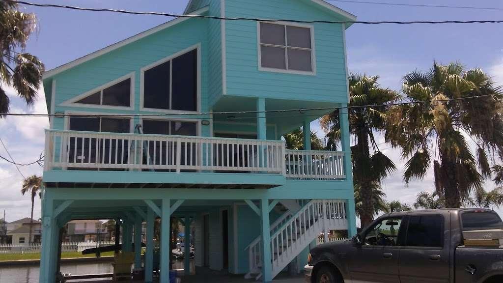 Bay Breeze Waterfront Vacation House - real estate agency    Photo 2 of 10   Address: 16703 Managua Way, Galveston, TX 77554, USA   Phone: (832) 818-4234