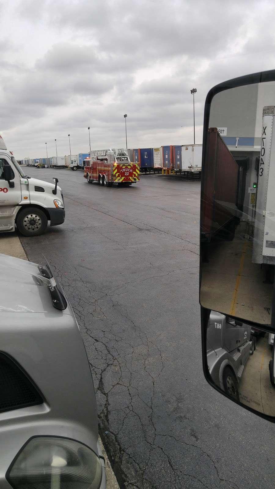 Amazon Fulfillment Center MDW6 - storage  | Photo 7 of 10 | Address: 1125 Remington Blvd, Romeoville, IL 60446, USA | Phone: (800) 288-8714