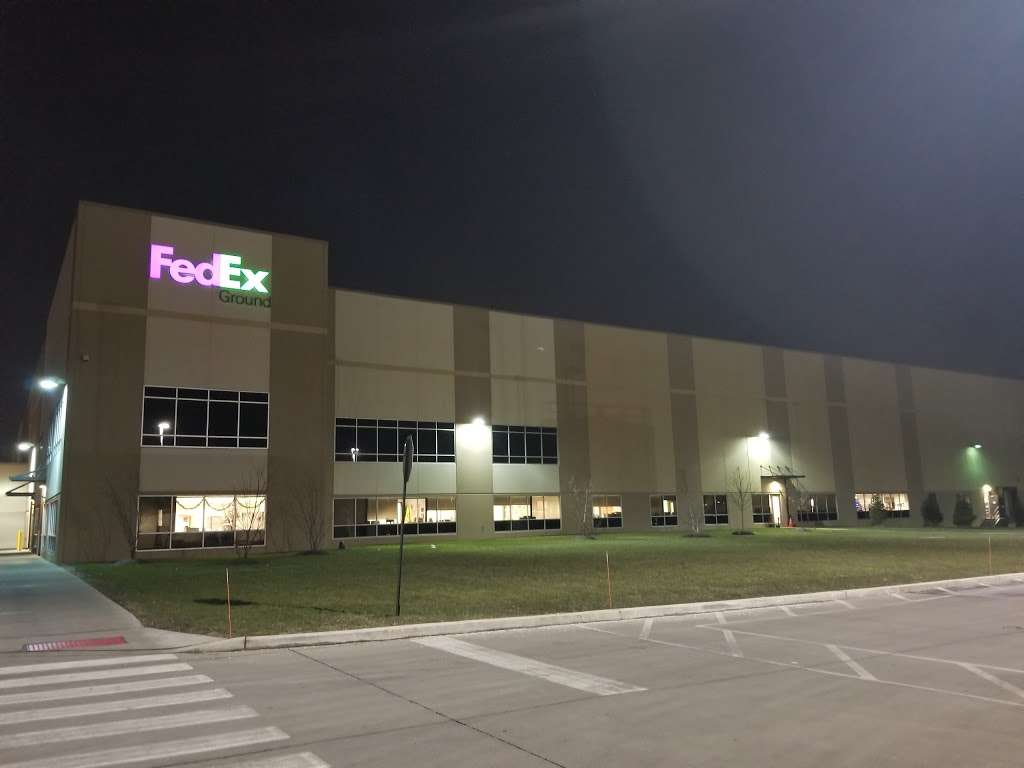 FedEx Ground - storage  | Photo 1 of 5 | Address: 1049 Secaucus Rd, Jersey City, NJ 07307, USA | Phone: (800) 463-3339