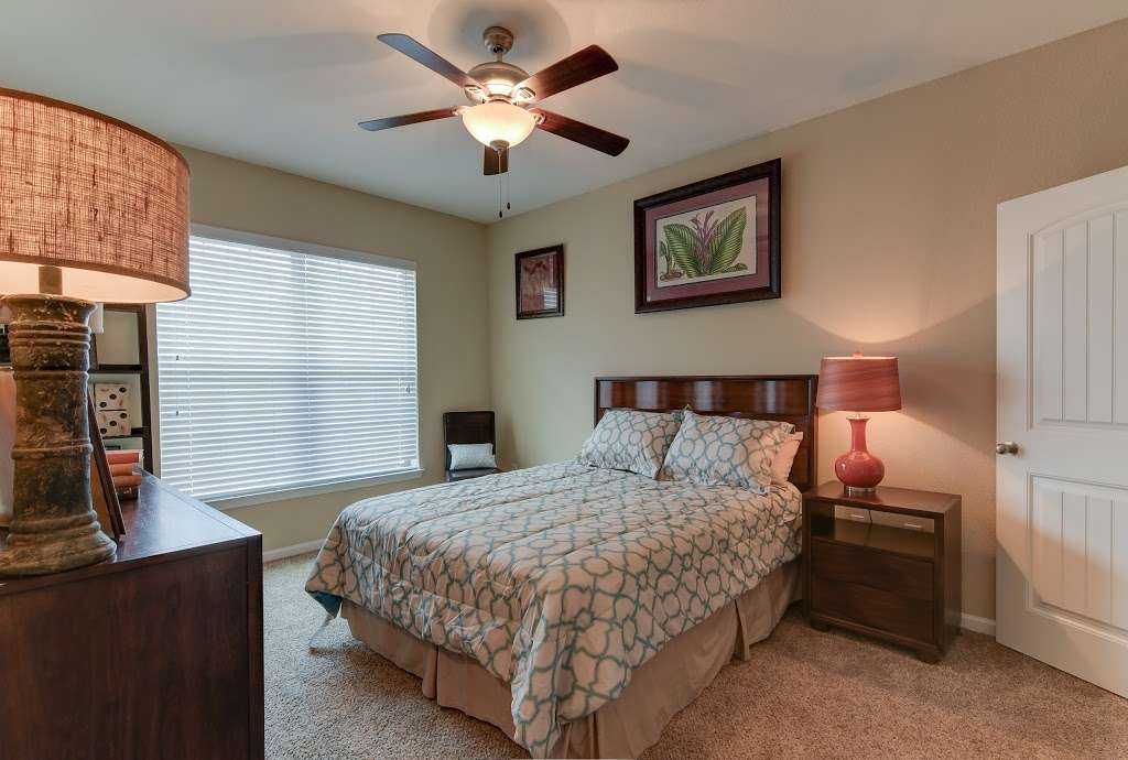 Mission Hills Apartments - real estate agency  | Photo 2 of 10 | Address: 1202 Evans Rd, San Antonio, TX 78258, USA | Phone: (210) 497-5353