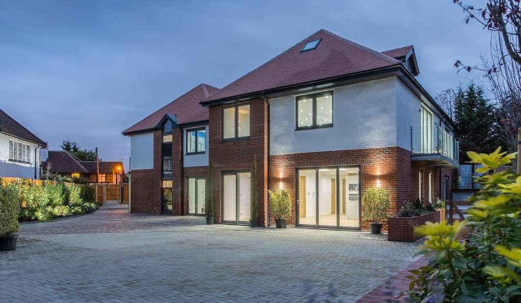 Eden Lodges - lodging  | Photo 1 of 2 | Address: 183 Manor Rd, Chigwell IG7 5QB, UK | Phone: 07522 845209