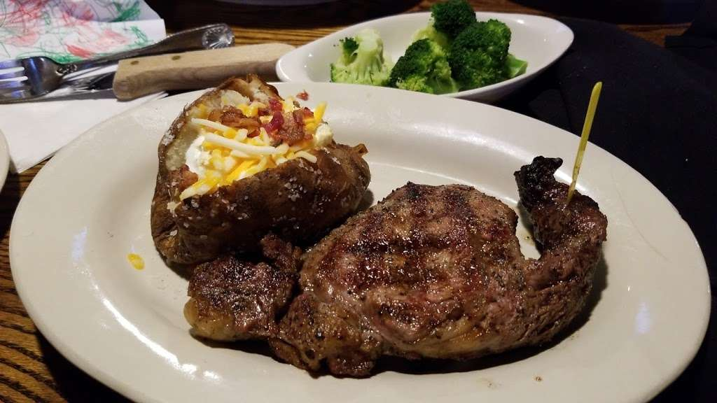 The All American Steakhouse & Sports Theater - restaurant  | Photo 8 of 10 | Address: 3615 E Joppa Rd, Parkville, MD 21234, USA | Phone: (410) 882-3377