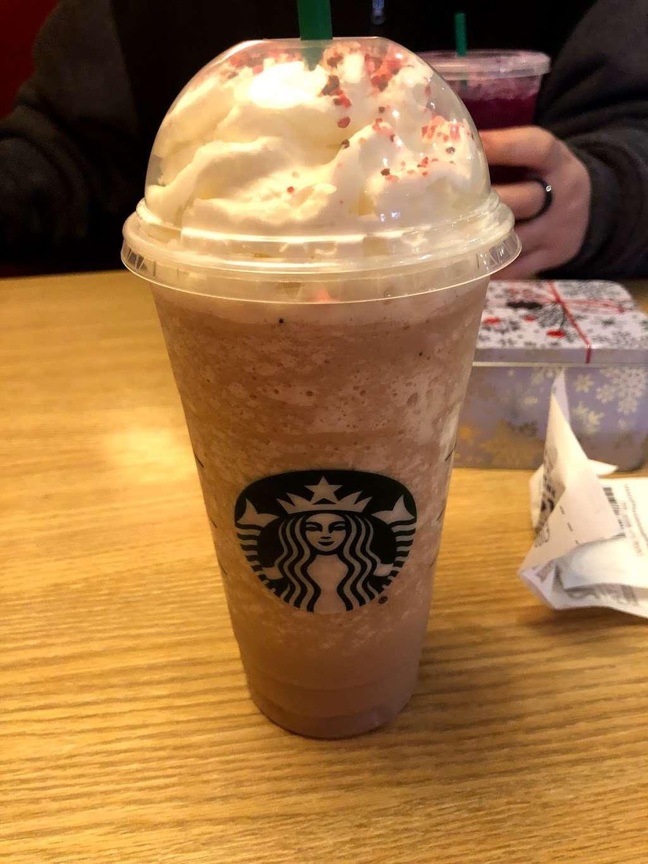 Starbucks - cafe  | Photo 4 of 9 | Address: 6768 W 95th St, Oak Lawn, IL 60453, USA | Phone: (708) 430-8903