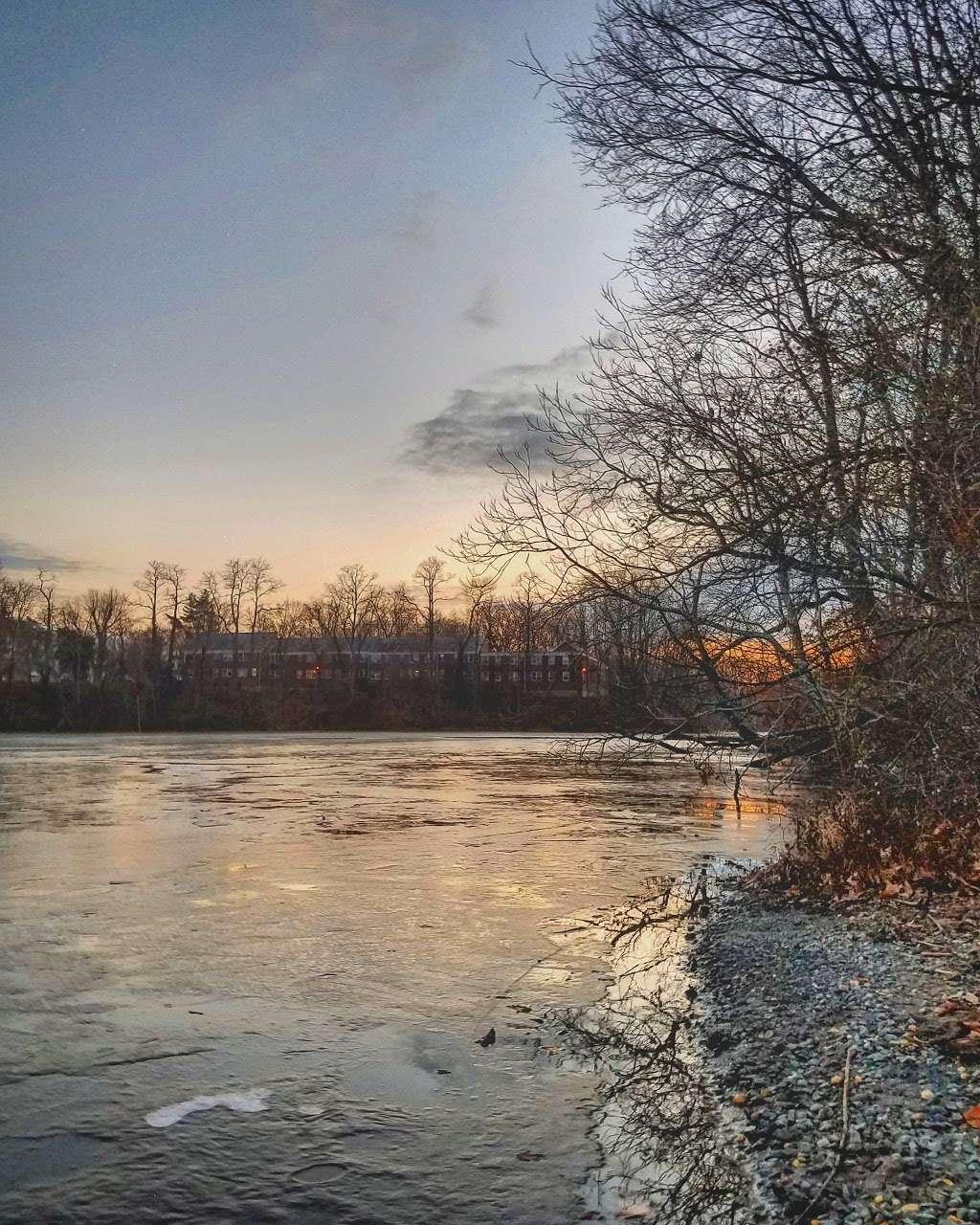 Lake Lefferts Lakefront Park - park  | Photo 2 of 3 | Address: Ravine Dr, Matawan, NJ 07747, USA