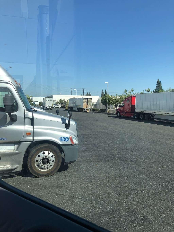 Priority 1 Warehouse - storage  | Photo 5 of 6 | Address: 16400 Knott Ave, La Mirada, CA 90638, USA | Phone: (714) 735-5464