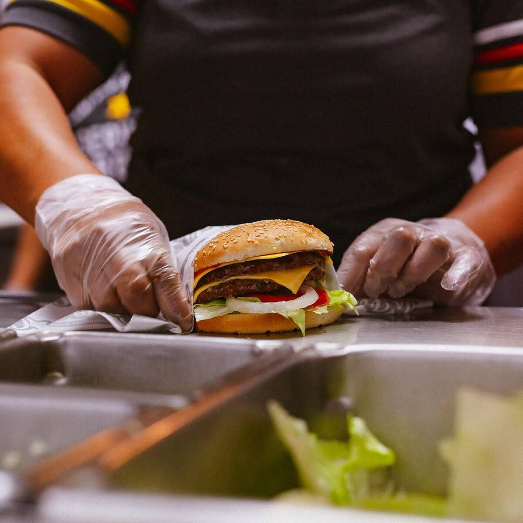 Carls Jr. - restaurant  | Photo 6 of 10 | Address: 5275 W Shaw Ave, Fresno, CA 93722, USA | Phone: (559) 275-6526