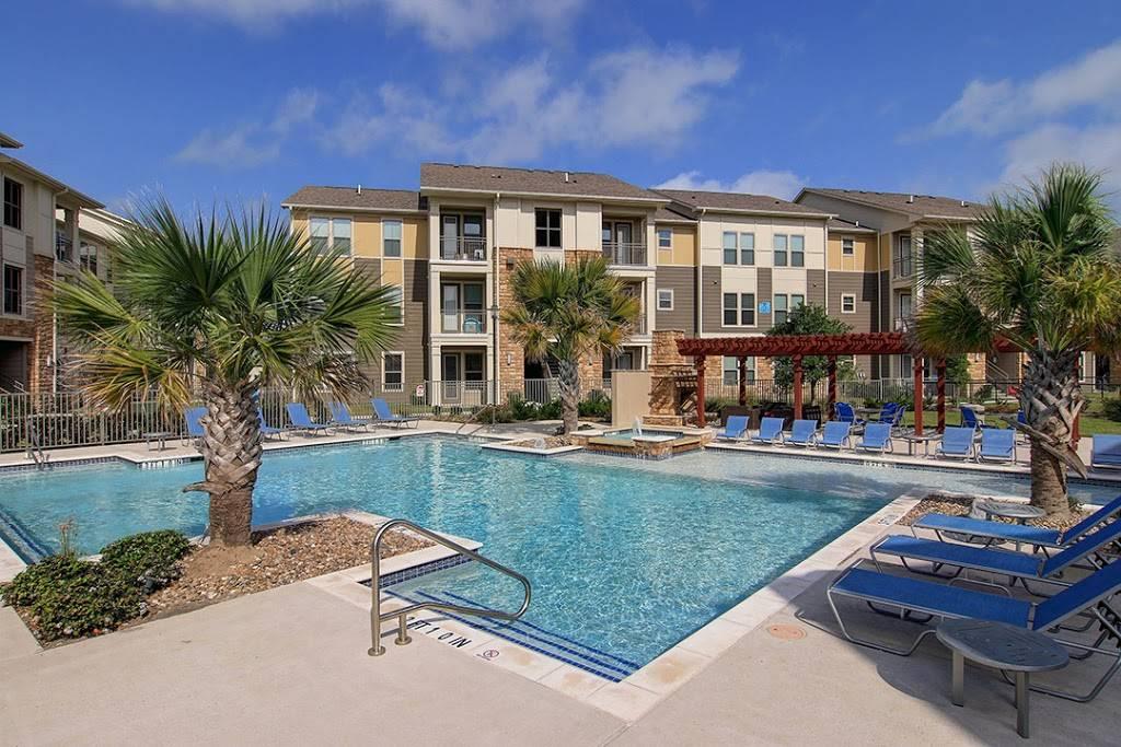 Encore Crossings Apartments - real estate agency  | Photo 6 of 10 | Address: 2202 Nodding Pines Dr, Corpus Christi, TX 78414, USA | Phone: (361) 992-8100