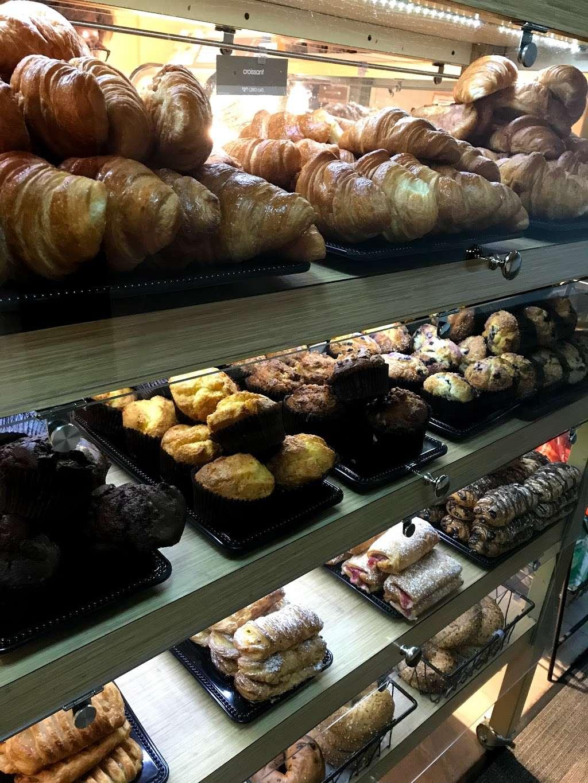 Au Bon Pain - cafe  | Photo 4 of 10 | Address: 1 Laguardia Airport, Flushing, NY 11371, USA | Phone: (718) 639-2516