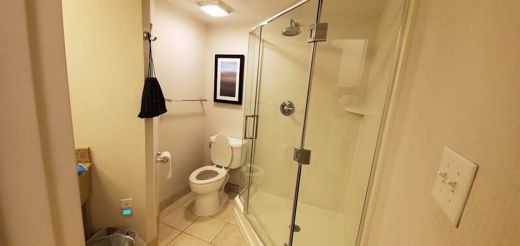 Comfort Suites Beachfront - lodging  | Photo 4 of 10 | Address: 2321 Atlantic Ave, Virginia Beach, VA 23451, USA | Phone: (757) 491-2400