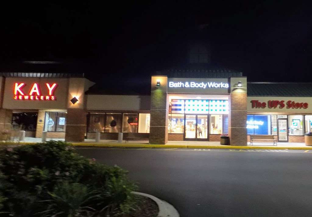 Bath & Body Works - home goods store  | Photo 1 of 10 | Address: 3207 Golf Rd, Delafield, WI 53018, USA | Phone: (262) 646-2003