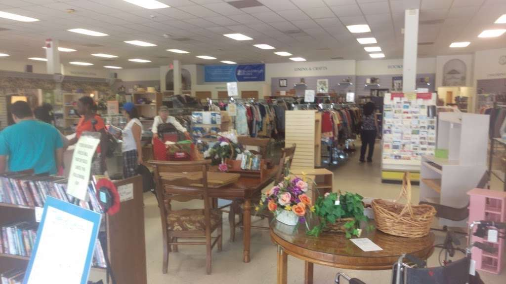 Halifax Health Hospice Resale Shop - store  | Photo 2 of 3 | Address: 876 Saxon Blvd, Orange City, FL 32763, USA | Phone: (386) 456-0240