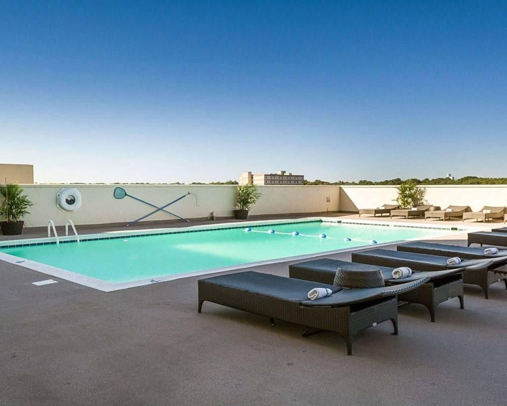 Comfort Suites Beachfront - lodging  | Photo 6 of 10 | Address: 2321 Atlantic Ave, Virginia Beach, VA 23451, USA | Phone: (757) 491-2400