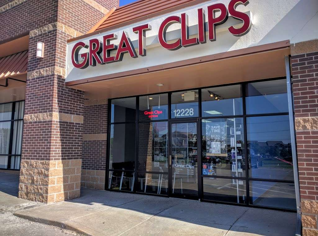 Great Clips - hair care  | Photo 2 of 5 | Address: 12228 W 135th St, Overland Park, KS 66213, USA | Phone: (913) 851-7070
