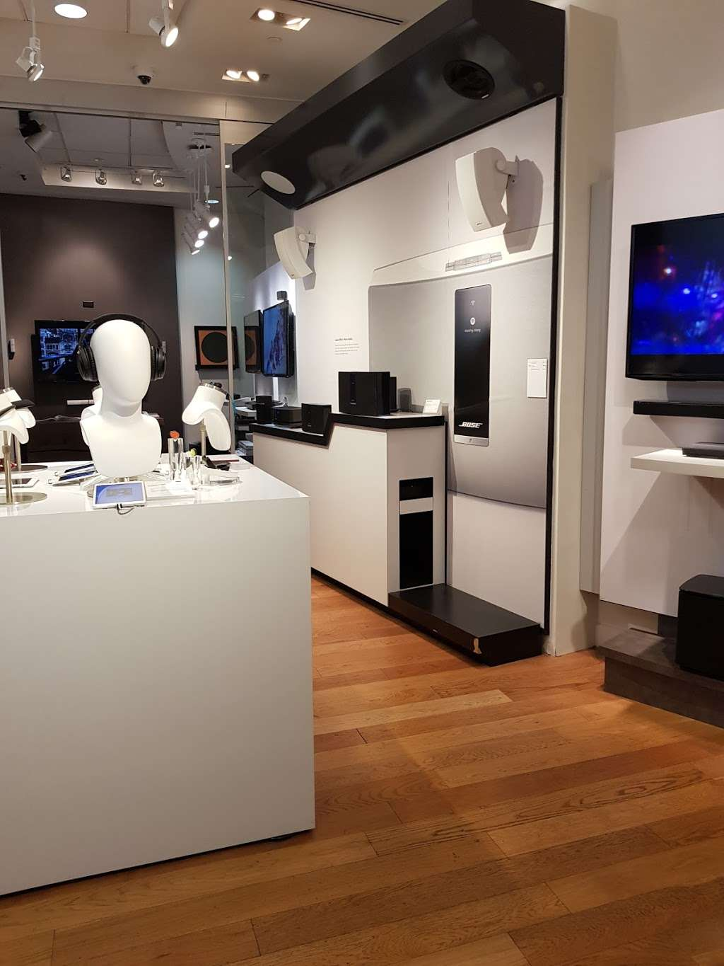 Bose Showcase Store - electronics store  | Photo 3 of 10 | Address: 10 Columbus Cir #303, New York, NY 10019, USA | Phone: (212) 823-9314