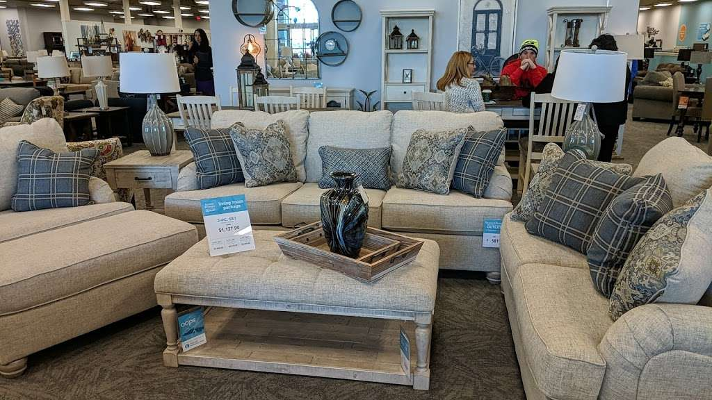 Raymour & Flanigan Furniture and Mattress Outlet - furniture store    Photo 6 of 10   Address: 7 Route 9 S, Manalapan, NJ 07726, USA   Phone: (732) 252-1980