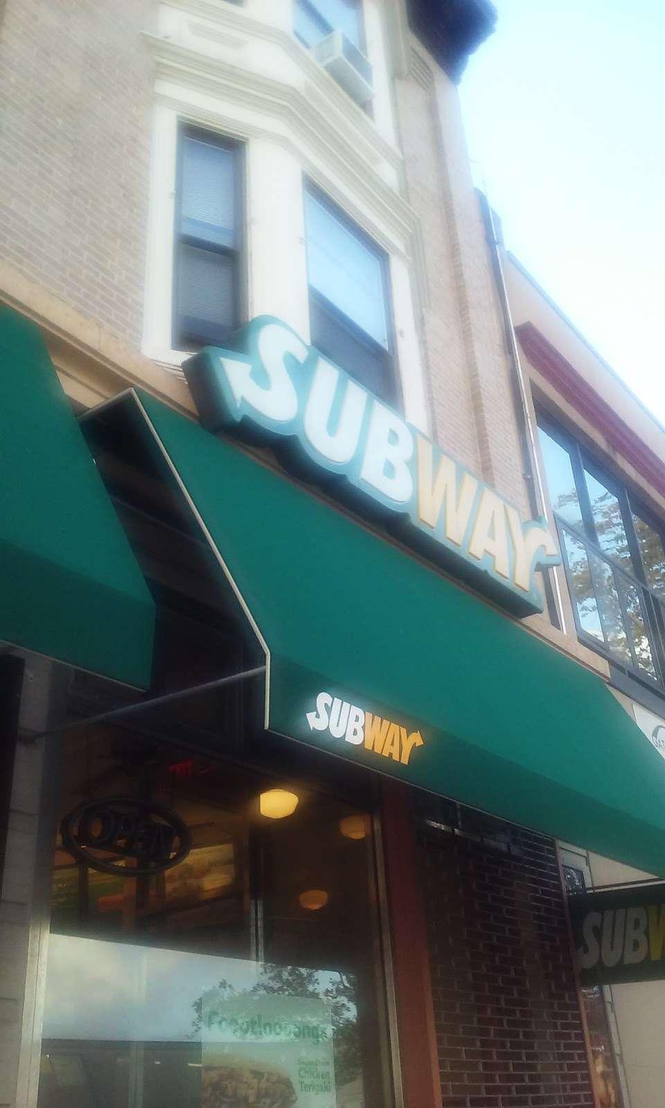 Subway Restaurants - restaurant  | Photo 4 of 6 | Address: 150 Bay St, Staten Island, NY 10301, USA | Phone: (718) 727-1777
