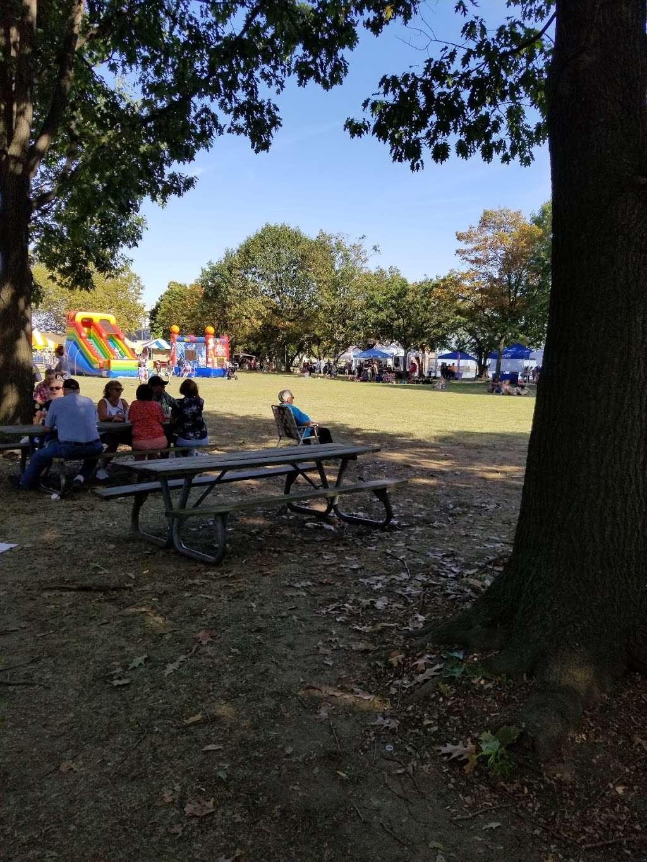Market square Memorial park - park  | Photo 5 of 10 | Address: 4 E Delaware St, Marcus Hook, PA 19061, USA