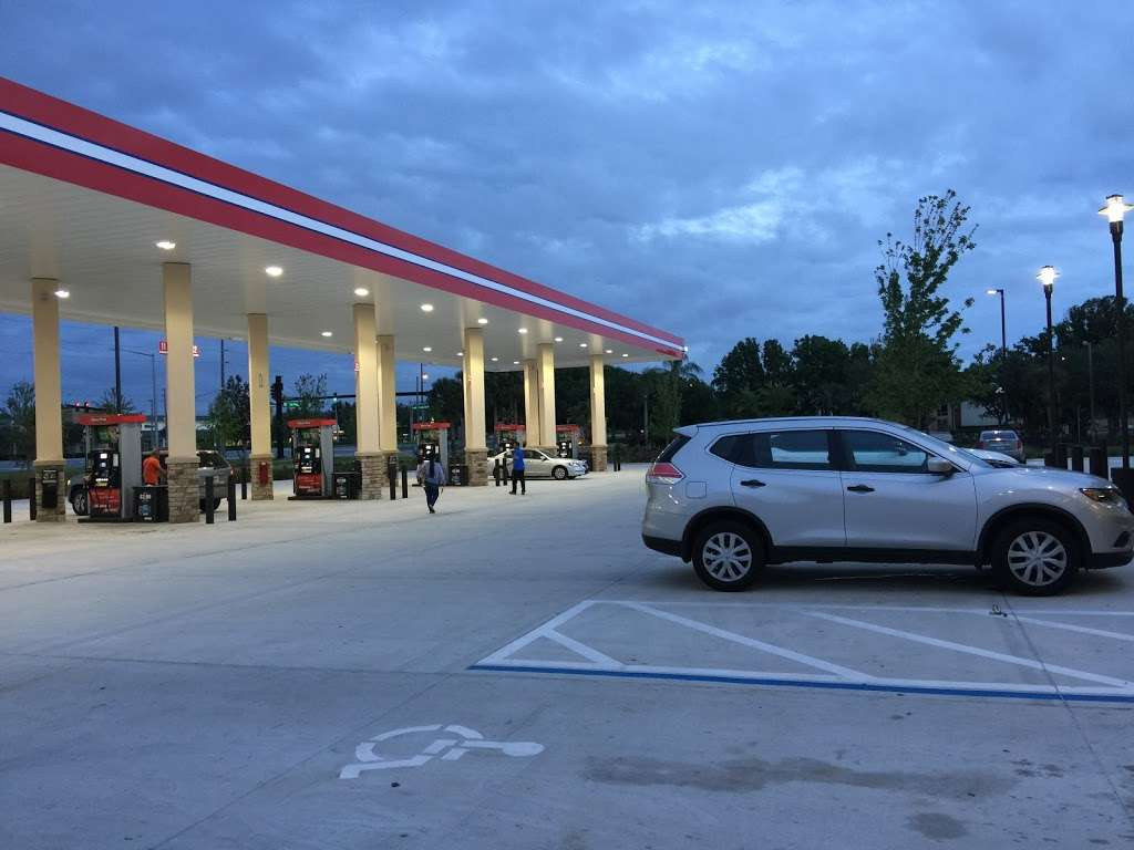 RaceTrac - gas station  | Photo 2 of 10 | Address: 12136 S John Young Pkwy, Orlando, FL 32837, USA | Phone: (407) 363-7788