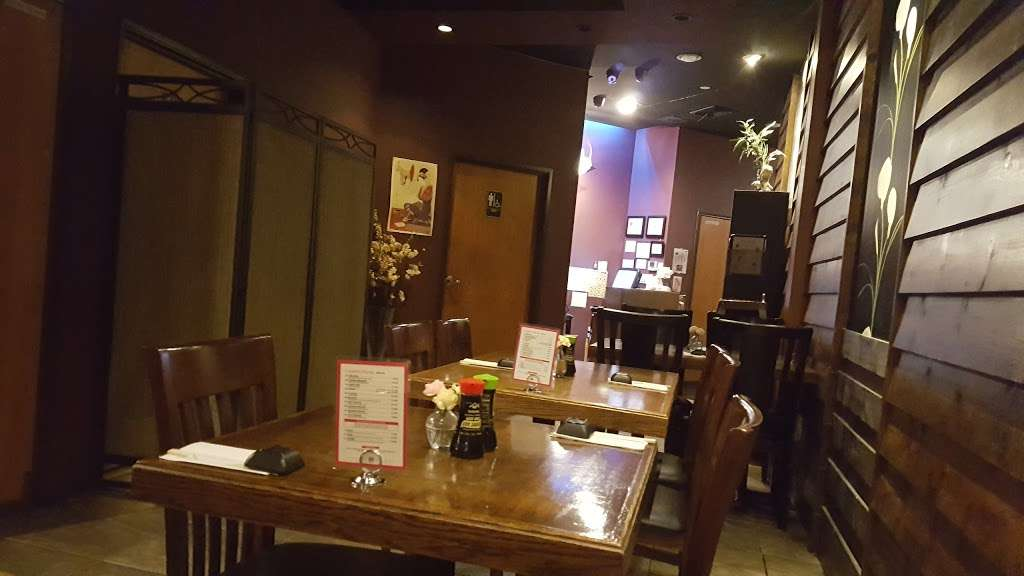 Sushi Cruise - restaurant    Photo 8 of 10   Address: 725 River Rd #51, Edgewater, NJ 07020, USA   Phone: (201) 313-3611