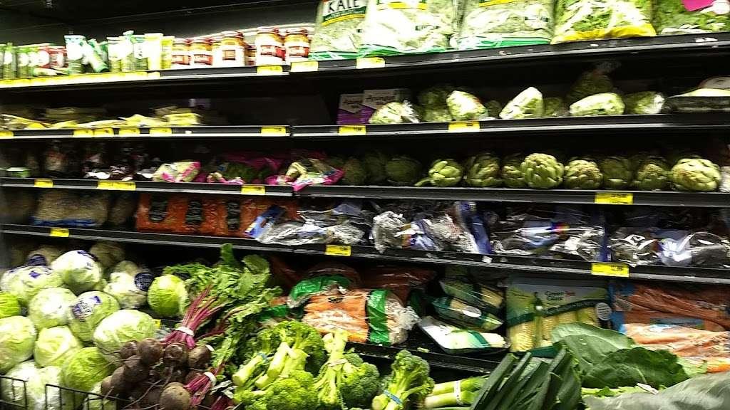 Grocery Outlet Bargain Market - supermarket    Photo 7 of 10   Address: 2900 Broadway, Oakland, CA 94611, USA   Phone: (510) 465-5649