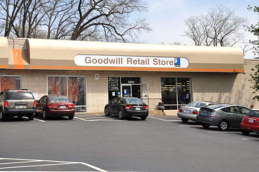 Goodwill Retail Store & Donation Center - clothing store    Photo 2 of 10   Address: 9960 Main Street, Fairfax, VA 22031, USA   Phone: (703) 349-1806
